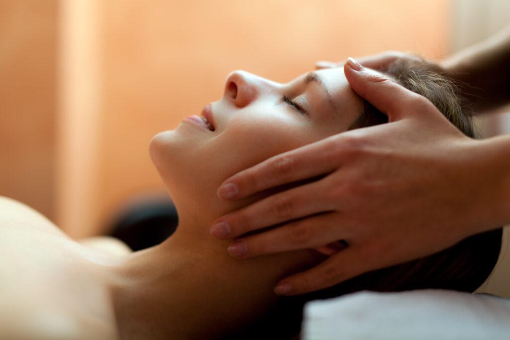 Velvære og nydelse - lymfedrænage af  ansigt, hals og hoved virker i hele kroppen
